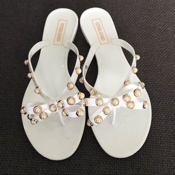 69d8c027ea80 White pearl studded sandal. M 5acd034805f430f930d9103c